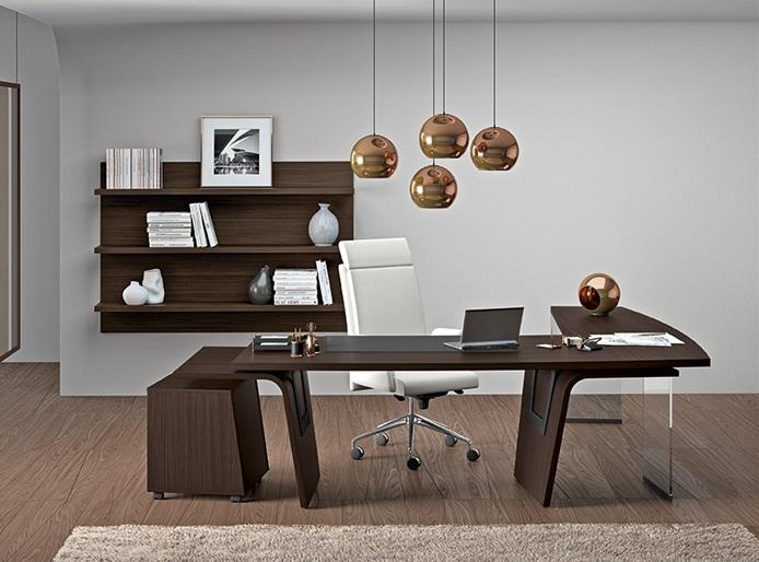 Larus Directional Desk by Della Rovere